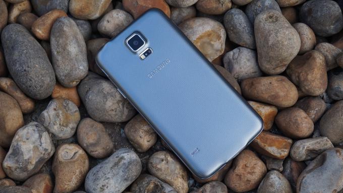 Samsung Galaxy S5 Neo espalda