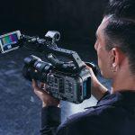 La cámara de la línea de cine de fotograma completo Sony FX6 recientemente anunciada se lanzará en Malasia este enero