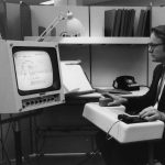 Fallece el co-inventor del ratón de computadora William English a los 91 años