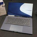 Asus ExpertBook B9450 pesa menos de 1 kg y tiene una duración de batería de hasta 24 horas