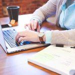 Cómo los estudiantes pueden ganar dinero en línea