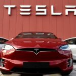La nueva función Boombox permite a los propietarios de Tesla cambiar el audio de su bocina;  Sonidos de pedos incluidos