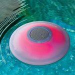 Los 10 mejores parlantes de piscina flotantes iluminados que necesita en su próxima fiesta en la piscina