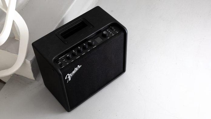 Revisión de Fender Mustang LT25: amplificador de guitarra y altavoz