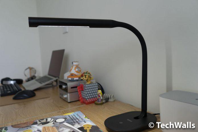 Revisión de la lámpara de escritorio LED Aglaia - Luz de lectura regulable para el cuidado de los ojos