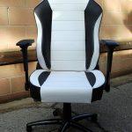Revisión de la silla para juegos de PC Maxnomic Commander S BWE, en el asiento caliente