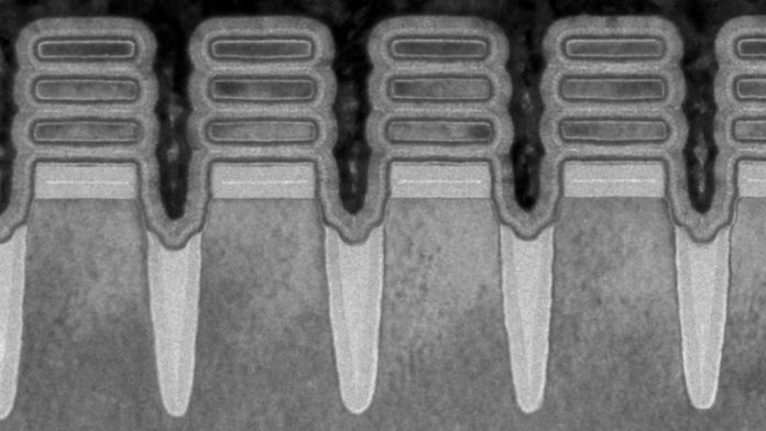"""IBM Claims """"World First"""" Title With Production Of 2nm Chips"""