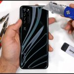 El primer teléfono inteligente con una cámara debajo de la pantalla pasa de las manos de JerryRigEverything (video)